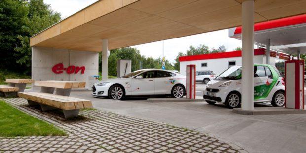 Česká republika má už přes 330 veřejných dobíjecích míst pro elektromobily