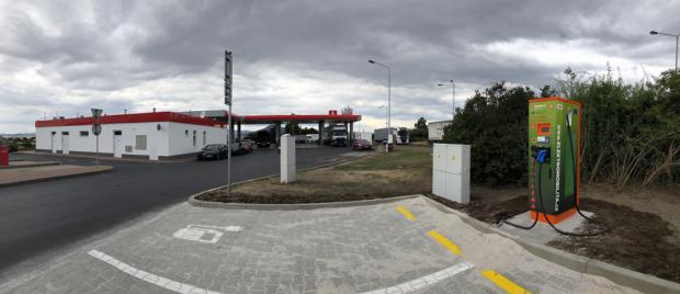 Benzina už má 15 rychlodobíjecích stanic