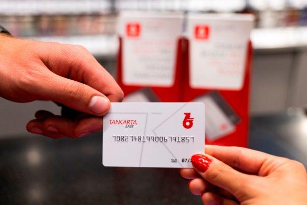 Předplacené tankovací karty Benziny bez bankovního krytí mohou nově využít i firmy
