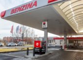 Benzina: Nouzový stav přeje drive-up bankomatům