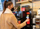 Benzina Orlen nabízí bezdotykovou platbu u samoobslužných kávovarů