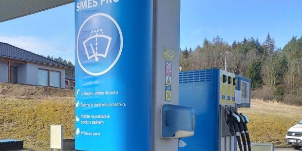 EuroOil testuje na několika čerpačkách prodej kapaliny do ostřikovačů z barelu